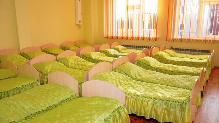 Не хватило кабинки — купите ящик в ИКЕА: в Кировском районе нашёлся переполненный детский сад