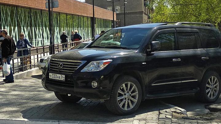 «Я паркуюсь как чудак»: Lexus 333 — заеду-ка прям в сам супермаркет