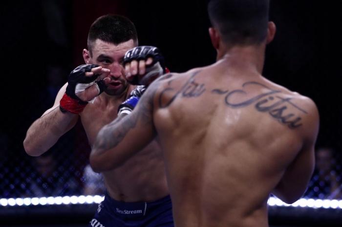 В главном бою вечера непобедимый бразилец проиграл россиянину