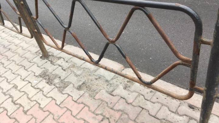 Ржавые и кривые заборы вернули на Маркса после ремонта