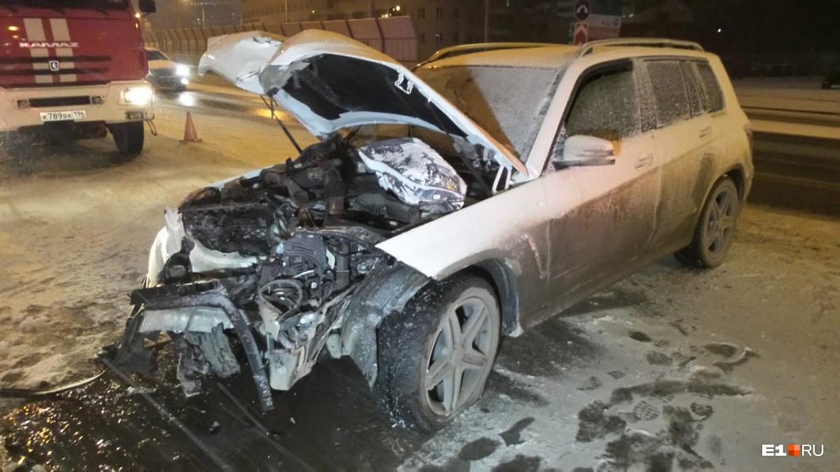 Девушка за рулем Mercedes получила челюстно-лицевую травму