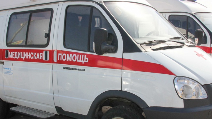 «Осознала, что он не дышит»: мужчина умер во время стрижки в Иловле