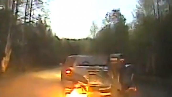 Пьяный рыбак с лодкой на прицепе авто пытался убежать от ГИБДД. Видео погони