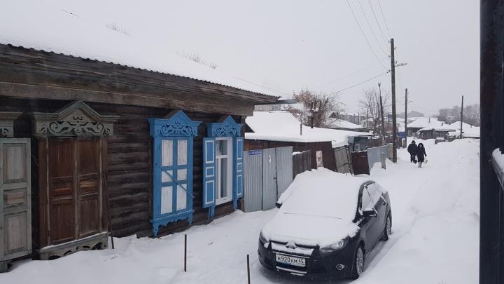 Город заметает: в Кургане снегопад начался по расписанию