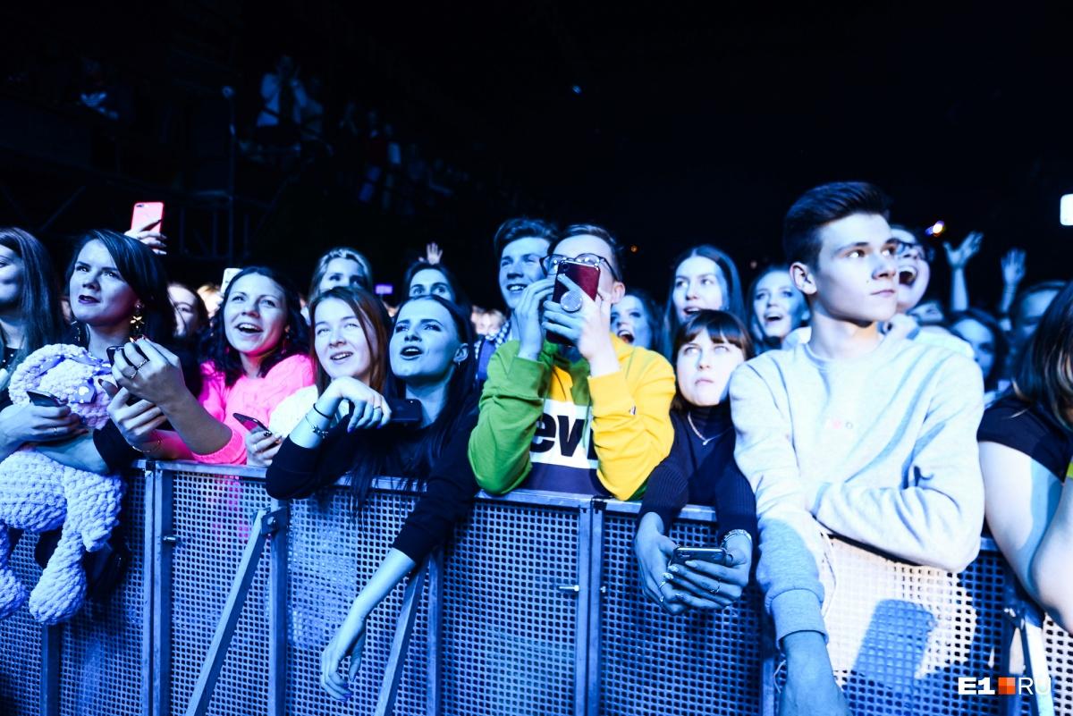 Ну как же не выложить в сториз концерт звезды Instagram!