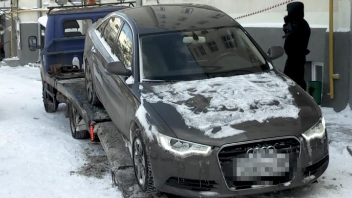 Приставы отобрали у екатеринбуржца Audi A6 за то, что он задолжал банкам 2 миллиона рублей