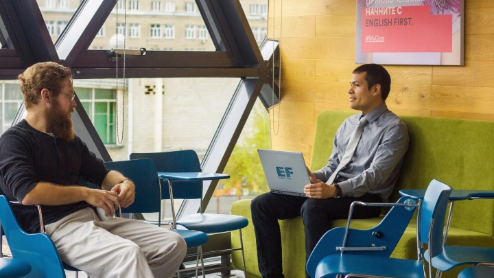 Майкл и Майкл: тезки из Аризоны и Нью-Йорка приехали учить новосибирцев английскому