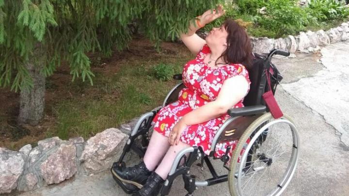 «Я это не повезу»: таксист отказался ехать с женщиной-инвалидом
