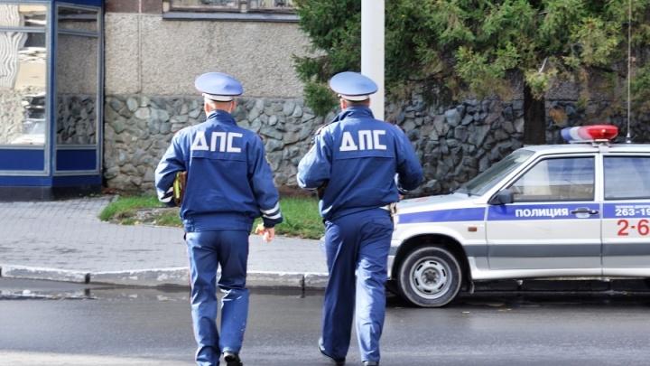 Бил ножом в шею и спину: на Урале осудили мужчину, напавшего на инспектора ГИБДД