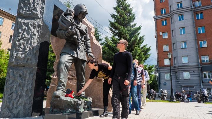 В Новосибирск приехали байкеры, которые снимают фильм про героических россиян