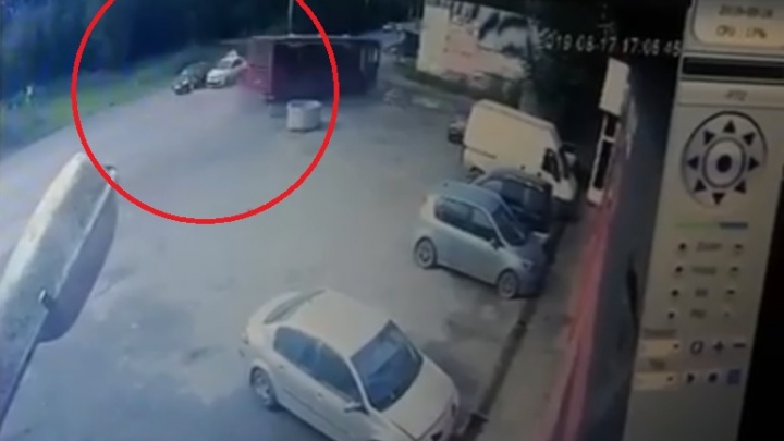 Могло подрезать такси? Появилось видео ДТП с автобусом на Гайве