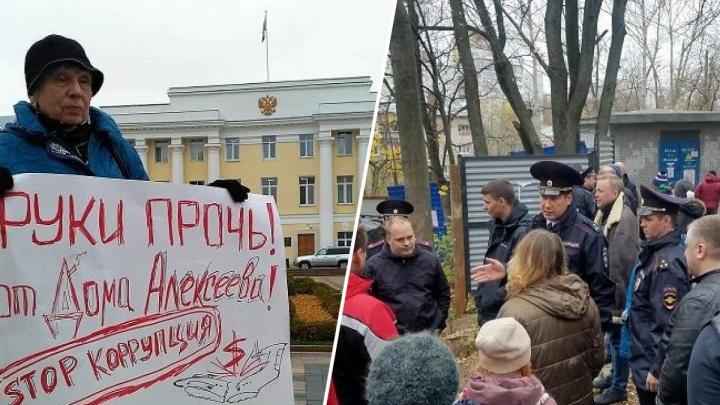 Угрозы, стычки, пикеты в Кремле: рассказываем про скандальную историю вокруг дома Алексеева