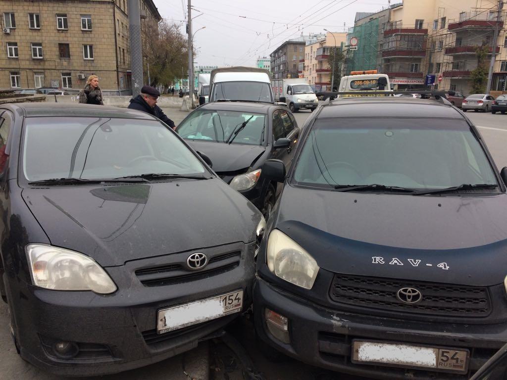 Две иномарки устроили ДТП вКалининском районе