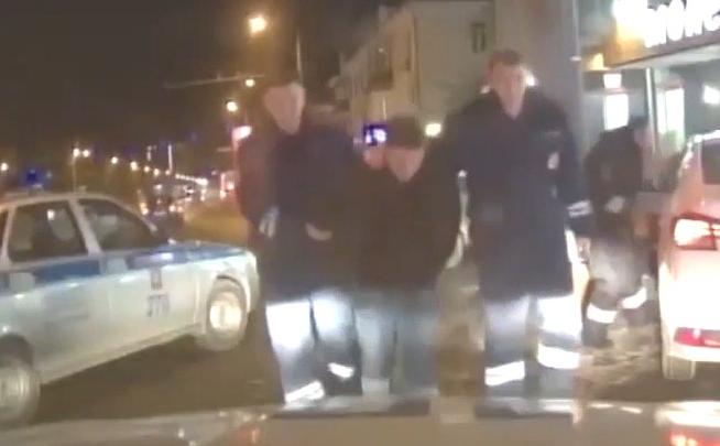 Погоня за 15-летним лицеистом, угнавшим такси в Челябинской области, попала на видео