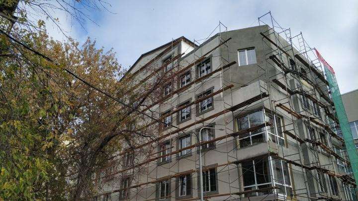 Новое здание между двух главных площадей Новосибирска