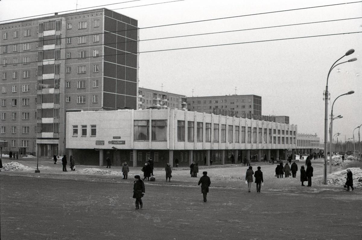 Улица Пехотинцев, возле автобусного кольца, 1984 год