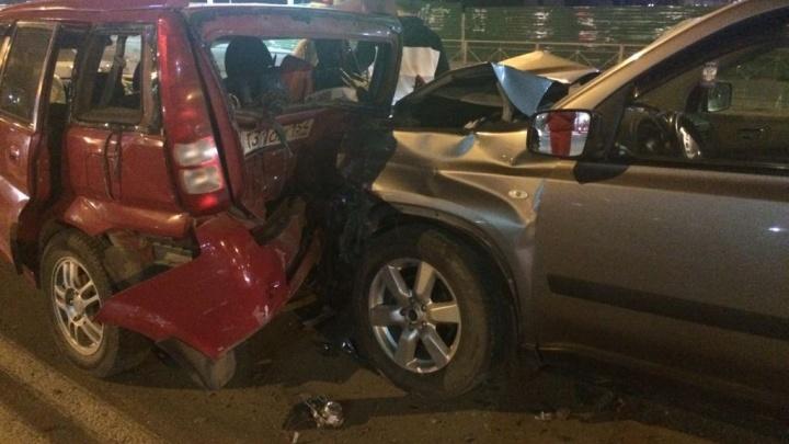 Массовая авария на Большевистской закончилась больницей для пассажиров «Хонды»
