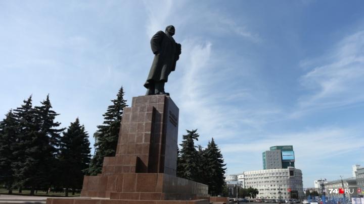 «Говорят, что лесами огородят»: подрядчик собрался ремонтировать памятник Ленину в День города