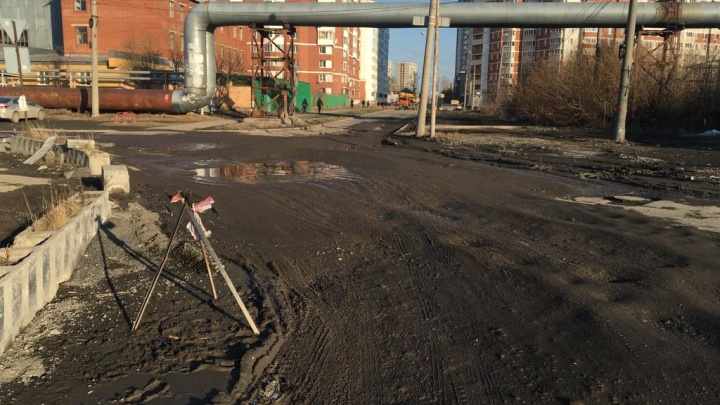 На Сортировке займутся проблемным перекрестком, где водители много лет попадают в ямы-ловушки