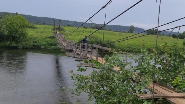 В Прикамье спасли мужчину, упавшего в реку с деревянного моста