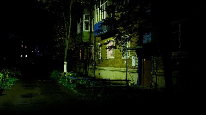 Удерживала руками лезвие ножа, чтобы спастись: в Ярославле муж попытался зарезать жену