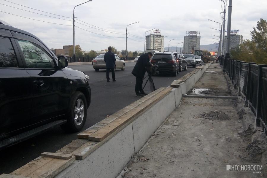 Заукладку асфальта накрасноярском Коммунальном мосту подрядчикам незаплатят
