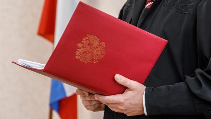 «Приставлял нож к горлу»: в Волгограде охранник с наклонностями педофила пытался разжалобить суд
