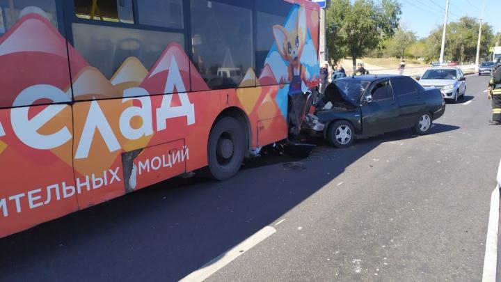 Въехал в стоячего: в Советском районе легковушка протаранила автобус