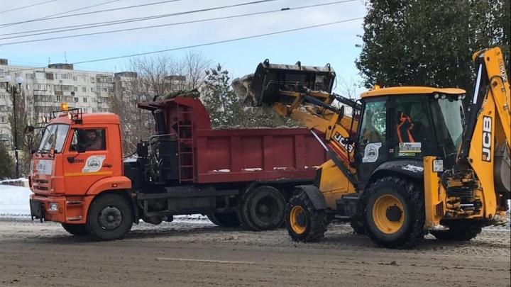 Работали всю ночь: на уборку Ростова от снега брошено 200 спецмашин