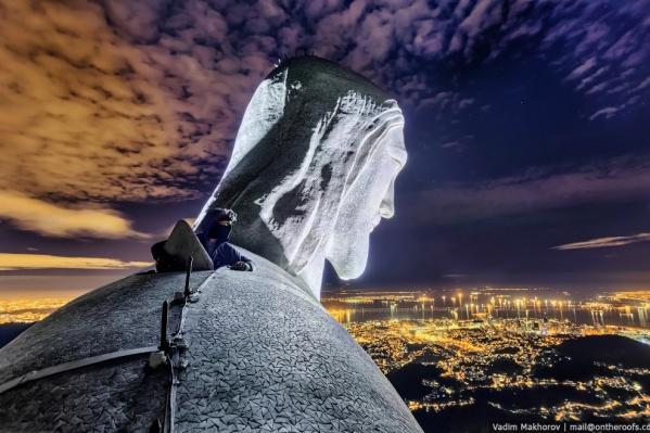 Фотографию, сделанную со Статуи Христа Искупителя в Рио-де-Жанейро, Вадим Махоров продал за 360 тысяч рублей. Её размер составил 140 на 220 сантиметров