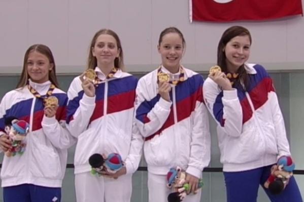 Дарья Трофимова вторая справа