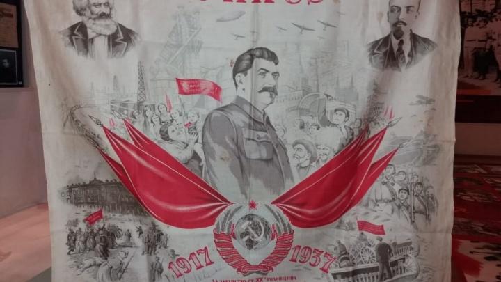 «Платок с портретом Сталина — ценный подарок»: краеведческий музей расскажет о комсомоле Волгограда