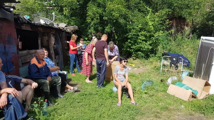 «Уже и мародёры ходили»: в Кургане погорельцы отправились осматривать сгоревшие накануне квартиры