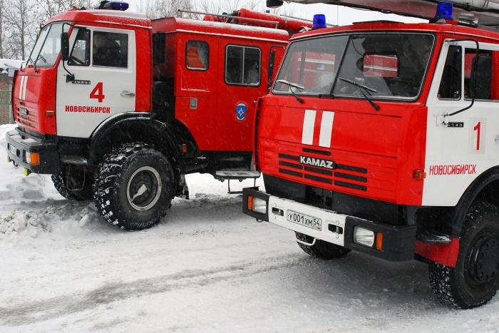 Очевидцы сообщают, что на месте происшествия не меньше 4 пожарных машин. Фото из архива НГС