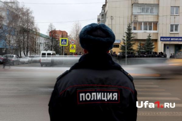 Уфимского полицейского юноша ударил по лицу
