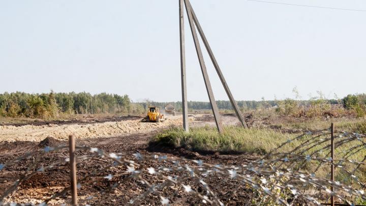 На стройплощадке ГОКа рабочий погиб, упав на тракторе в котлован