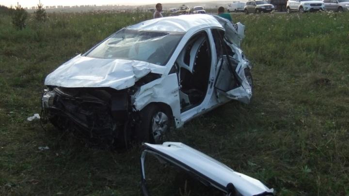На трассе в Башкирии водитель не справился с управлением: пострадали два пассажира