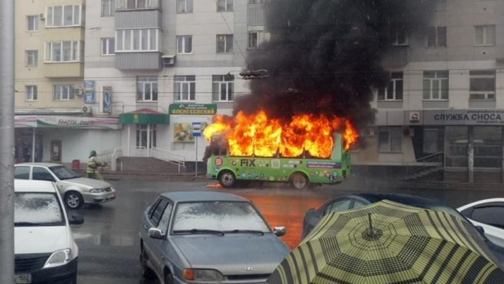 В центре Уфы сгорел дотла пассажирский автобус
