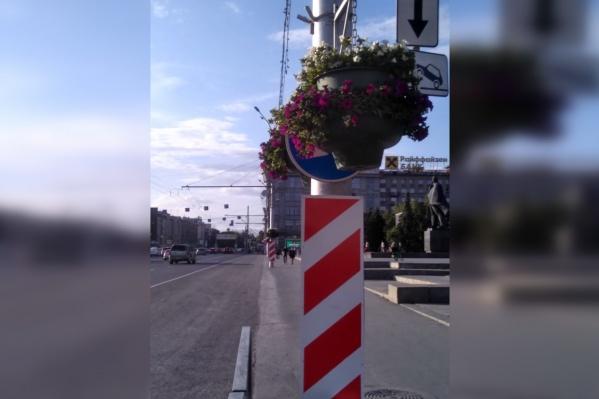Знаки перекрыты прямо напротив Оперного театра