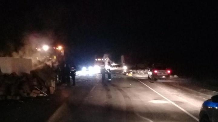 «Ниссан» въехал на трассе во встречный «Порше Кайен»: два человека погибли, четверо получили травмы