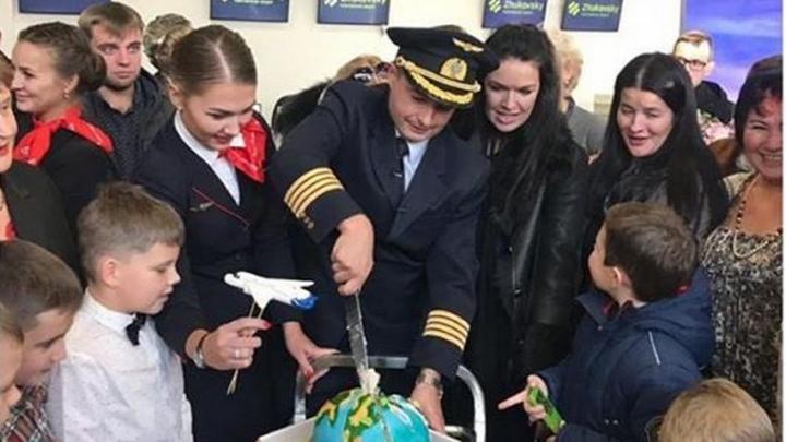 Экипаж Дамира Юсупова встретился с пассажирами Airbus, который приземлился в кукурузном поле