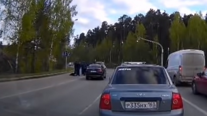 Полиция нашла мужчину из Infiniti, который устроил разборки с водителем Opel на Серафимы Дерябиной