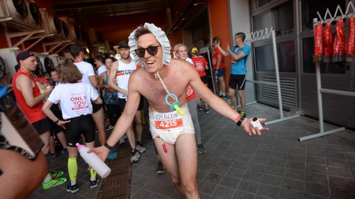 «Я бегу за движуху»: интервью с человеком, который пробежал «Европу — Азию» в памперсе