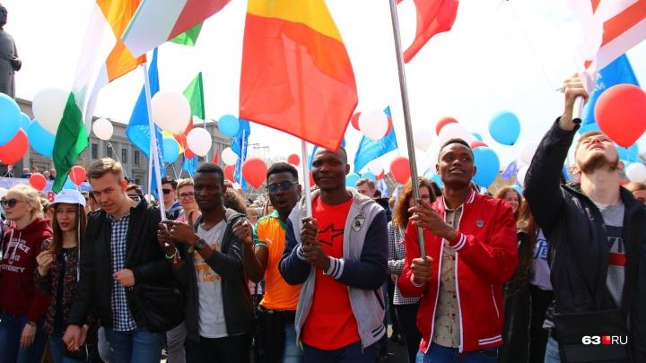 Танец машин и флаговое шоу: стала известна программа первомайского шествия на площади Куйбышева