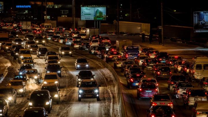 Машин слишком много: областной минтранс объяснил пробки менталитетом новосибирцев