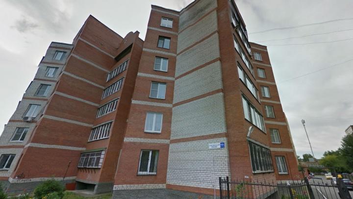 Мама варила кашу: в Челябинске шестилетний ребёнок выпал из окна