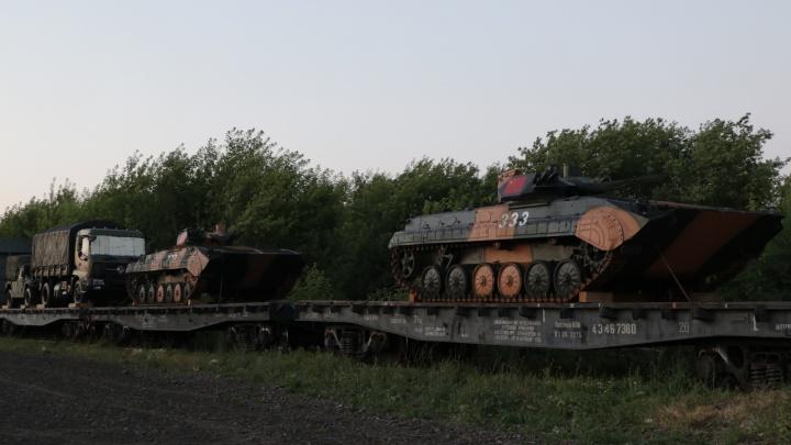 В Новосибирск приехал поезд с китайской военной техникой