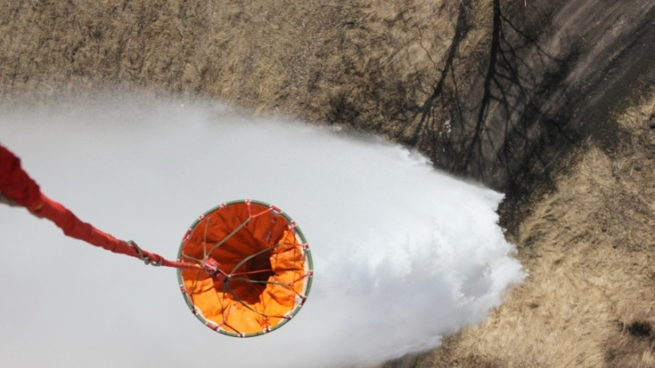 Почти 200 тонн воды обрушилось на Зауралье: МЧС тушит пожары с воздуха