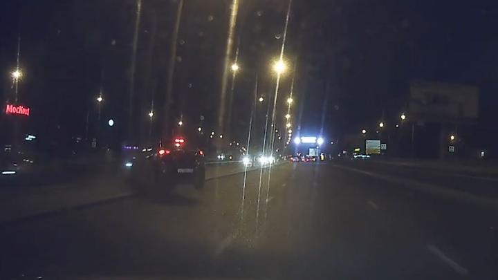 Влетел в столб: появилось видео страшной аварии рядом с ТЦ «Московский»