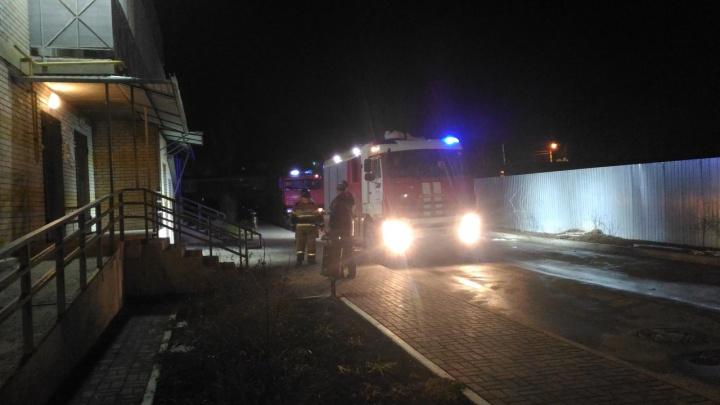 «Вышибло дверь и окно»: в таганрогской многоэтажке прогремел взрыв
